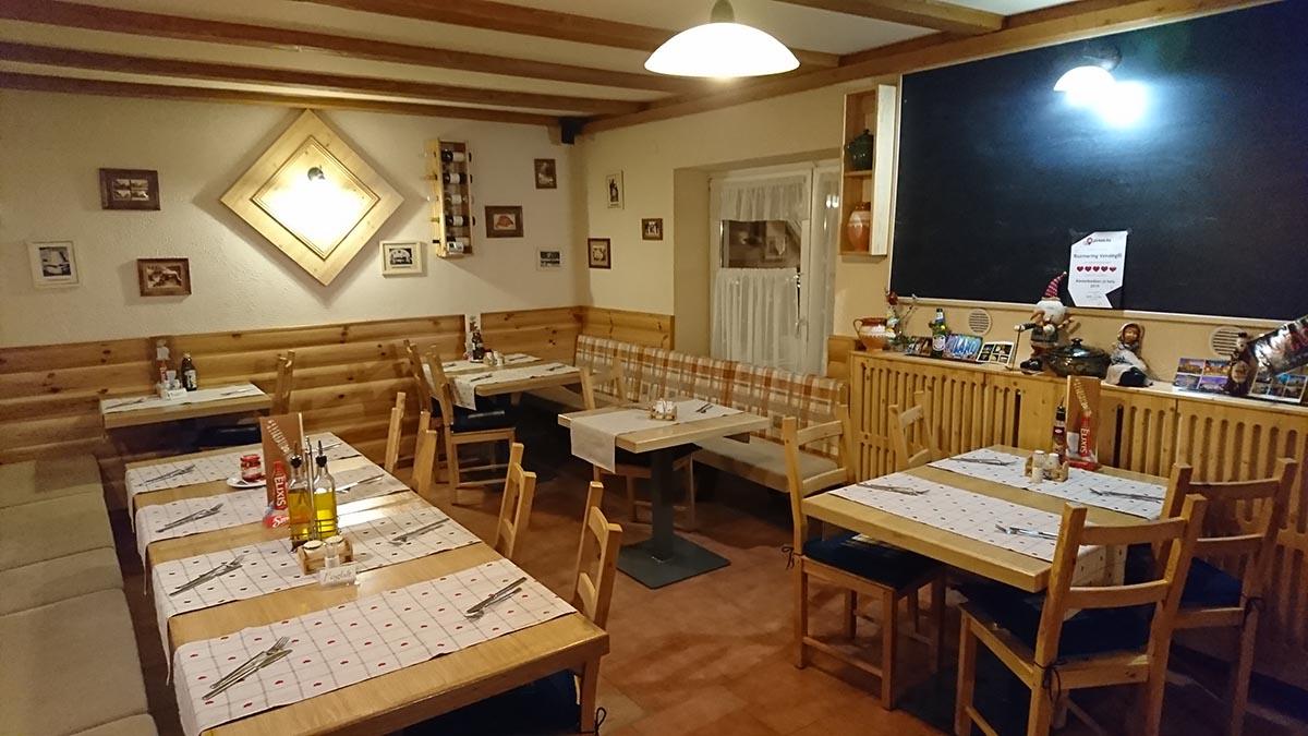 Rozmaring Vendéglő Pizzéria, Restaurant