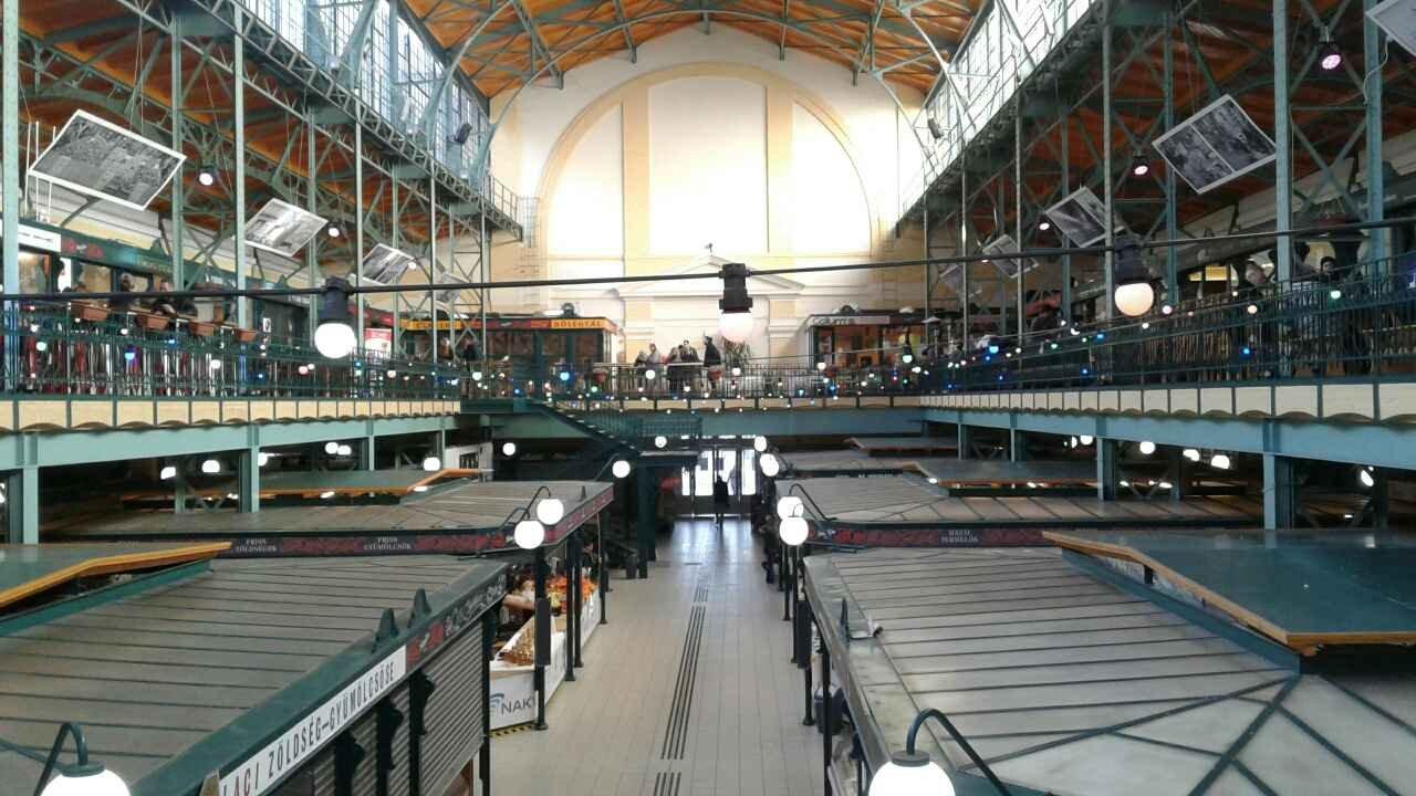 Hold Utca Food Market